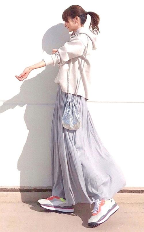 パーカー×フレアスカート